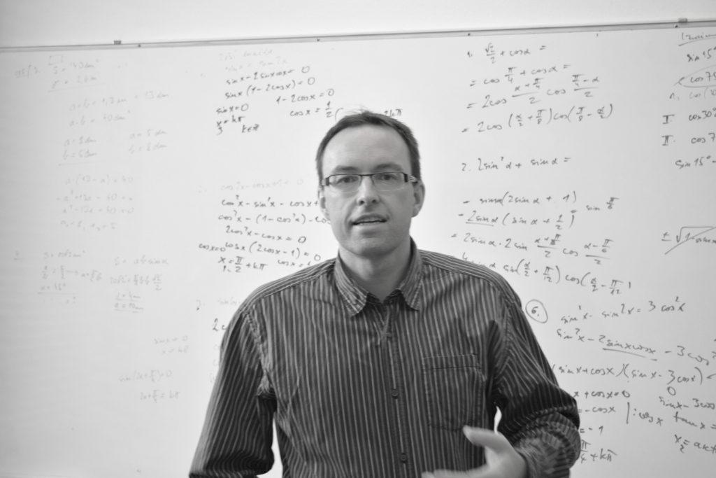 Inštruktorje profesor matematike in fizike Rok Strehovec